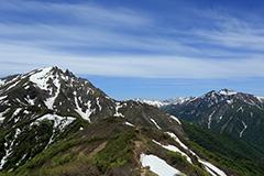 春の谷川岳
