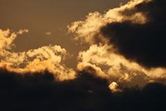 春の雲の夕景