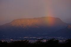 秋の三峰山の夜明け