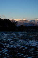 冬の谷川岳の夜明け