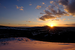 冬の河岸段丘の夕景