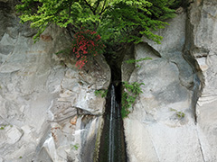 群馬の棚下不動滝の空撮