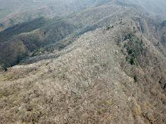 赤城山の尾根の空撮
