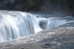 春の吹割の滝
