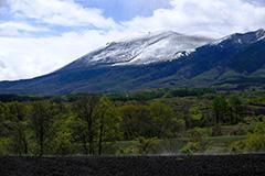 冠雪した春の浅間山