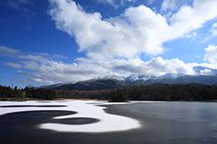 氷結した秋の知床五湖