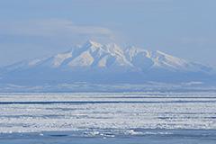 斜里岳と流氷