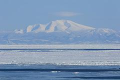 海別岳と流氷