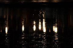 冬の羅臼港の夜明け