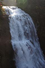 紅葉の三条の滝