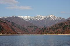 紅葉の奥利根湖