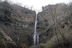 春の船尾滝