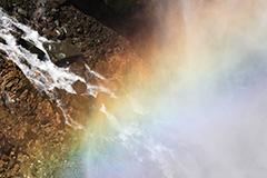 春の華厳の滝