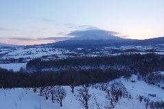 冬の斜里岳の夕景