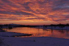 冬の斜里川の夕景