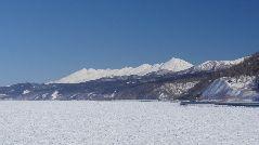 知床連山と流氷