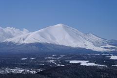 冠雪した冬の浅間山