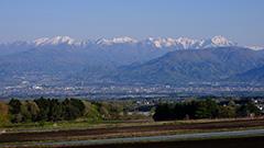 新緑の谷川岳
